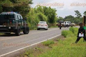 Ixtaczoquitlan, Ver., 29 de junio de 2016.- Tras movilizaci�n policiaca elementos de la SSP acordonaron la zona para asegurar un veh�culo. No hay heridos ni detenidos informaron.