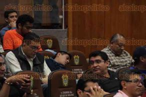 Xalapa, Ver., 30 de junio de 2016.- A dos horas de iniciar la sesi�n del Congreso del Estado para discutir o aprobar el nombramiento del Fiscal Anticorrupci�n, el auditorio se encontraba completamente lleno por militantes de distintos partidos.