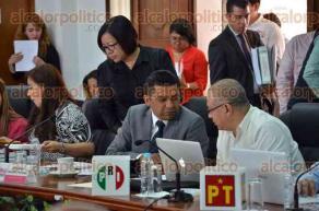 Xalapa, Ver., 30 de junio de 2016.- El consejero presidente del OPLE, Jos� Alejandro Bonilla, presidi� la sesi�n ordinaria para abordar los 12 puntos de la orden del d�a.