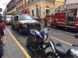 Xalapa, Ver., 1 de julio de 2016.- Cuerpos de auxilio llegan a Chedraui de la calle Lucio para auxiliar a una persona lesionada, a quien se llevaron en una ambulancia, se desconoce qu� le sucedi�.