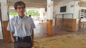 Coatzacoalcos, Ver., 1 de julio de 2016.- A consecuencia de la lluvia de este jueves, la primaria �Francisco Javier Mina� se inund� por en�sima ocasi�n.