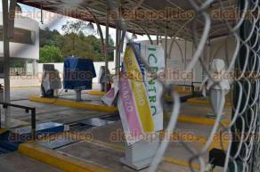 Xalapa, Ver., 1 de julio de 2016.- Tras concluir el plazo para la regularizaci�n de la verificaci�n vehicular este 30 de junio condonando multas y recargos, no hubo pr�rroga, por lo que algunos no dieron servicio este viernes, como los ubicados en L�zaro C�rdenas y Ruiz Cortines.