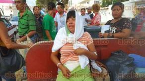 Coatzacoalcos, Ver., 1 de julio de 2016.- La tarde de este viernes, una mujer no identificada rapt� a un beb� reci�n nacido, del interior del hospital regional �Valent�n G�mez Far�as�. La madre primeriza de 20 a�os pidi� ayuda a las autoridades para recuperar a su hijo.