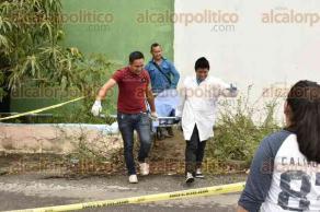 Veracruz, Ver., 22 de julio de 2016.- Movilizaci�n policiaca en la zona norte de este Puerto por el hallazgo de un joven amarrado de las manos hacia la espalda con una tira y una herida cortante en el cuello que le habr�a provocado la muerte