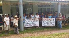 Tezonapa, Ver., 22 de julio de 2016.- Pobladores advirtieron que no desalojar�n las oficinas del INIFAP hasta que les den un informe positivo a sus demandas.