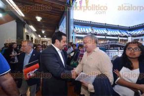 Xalapa, Ver., 22 de julio de 2016.- El alcalde Am�rico Z��iga inaugur� la 27 Feria Nacional del Libro Infantil y Juvenil, entreg� reconocimientos por su trayectoria y legado al escritor Mario Mu�oz y a la antrop�loga Alma Alfaro.