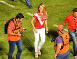 Boca del R�o, Ver., 22 de julio de 2016.- La guapa conductora de deportes, In�s S�enz fue nuevamente la madrina de los Tiburones Rojos para el Apertura 2016. En su mensaje a la afici�n augur� muchas satisfacciones para el equipo escualo.