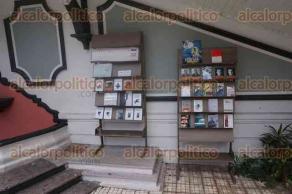 Xalapa, Ver., 23 de julio de 2016.- Por primera vez, la Feria Nacional del Libro Infantil y Juvenil cuenta con un m�dulo de trueque de libros que puede encontrarse en la parte baja del Colegio Preparatorio de Xalapa, junto a la fuente.