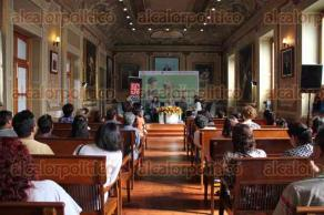 Xalapa, Ver., 23 de julio de 2016.- Mesa redonda del 25 aniversario de la colecci�n A la orilla del viento, del Fondo de Cultura Econ�mica, como parte del programa de la XXVII Feria Nacional del Libro Infantil y Juvenil.