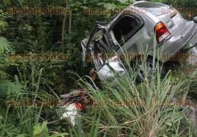 Papantla, Ver., 24 de julio de 2016.- Accidente sobre el tramo carretero Papantla-Poza Rica la ma�ana de este domingo, a la altura de la comunidad de Cerro Grande Escol�n, justo a la salida de la curva.