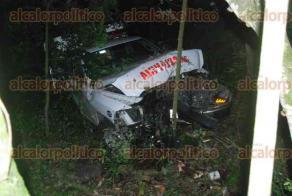 Emiliano Zapata Ver., 25 de julio de 2016.- Al parecer el conductor de la ambulancia fue deslumbrado por la luces de un veh�culo y perdi� el control de la unidad, sali�ndose de la carretera y cayendo a una pendiente.