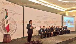 Ciudad de M�xico., 25 de julio de 2016.- El alcalde de Xalapa y presidente de la Federaci�n Nacional de Municipios de M�xico (FENAMM), Am�rico Z��iga Mart�nez, particip� en la Reuni�n Nacional para la Agenda de Desarrollo Municipal.