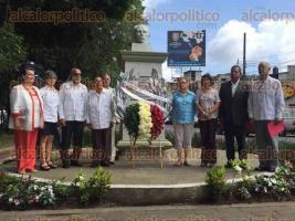 Xalapa, Ver., 26 de julio de 2016.- Este martes se conmemor� el 63 aniversario del asalto al �Cuartel Moncada� y al �Cuartel Carlos Manuel de C�spedes�, ante la efigie de Jos� Mart�. Acudieron autoridades, entre �stos el c�nsul de Cuba en Veracruz, V�ctor Carcabel Cruz.