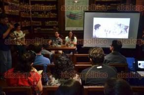 Xalapa, Ver., 26 de julio de 2016.- En la biblioteca del Colegio Preparatorio se present� el libro: