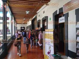 Xalapa, Ver., 26 de julio de 2016.- La Feria Nacional del Libro Infantil y Juvenil hasta el momento arroja bajos beneficios para algunas editoriales.
