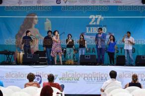 Xalapa, Ver., 26 de julio de 2016.- La tarde de este martes se present� en la Feria del Libro, el grupo Vox Populi el cual cuenta con un ensamble vocal que fusiona la m�sica popular mexicana, el jazz y el canto coral.