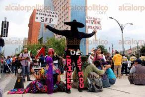 Ciudad de M�xico, 26 de julio de 2016.- Cientos de personas marcharon con los padres de los 43 normalistas de Ayotzinapa a 22 meses de su desaparici�n forzada en Iguala, Guerrero. Exigen el regreso de los estudiantes y castigo a todos los implicados en el caso.