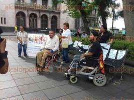 Xalapa, Ver., 27 de julio de 2016.- El representante de varias organizaciones de personas con discapacidad, Aar�n Madrigal Alcocer, asever� que el actual Gobierno Estatal no les brinda el apoyo necesario.