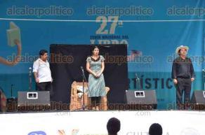 Xalapa, Ver., 27 de julio de 2016.- Como parte de los eventos culturales y art�sticos de la Feria del Libro Infantil y Juvenil se present� el Teatro Ambulante para j�venes y adultos, de la direcci�n de Actividades Art�sticas de la Secretar�a de Educaci�n de Veracruz.