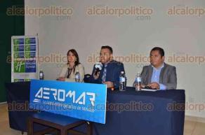 Xalapa, Ver., 27 de julio de 2016.- Idehanna G�mez Ortiz, presidenta de la Asociaci�n Mexicana de Agencias de Viajes; Williams Velasco, subdirector de Fomento Tur�stico y Mart�n Covi�n Torres, gerente Regional Sur de Aeromar, informaron sobre tarifas especiales de Xalapa a la CDMX.