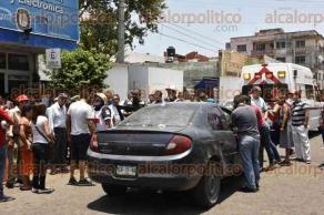 Veracruz, Ver., 27 de julio de 2016.- Los manifestantes estuvieron a punto de linchar al presunto responsable, pero fue rescatado por polic�as estatales.
