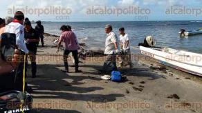 Veracruz, Ver., 27 de julio de 2016.- Un pescador del puerto de Veracruz muri� ahogado cuando buceaba a m�s de 25 metros de profundidad en aguas de playa Mart�. Su cuerpo fue rescatado por tres compa�eros con quienes trabajaba. El fallecido era de origen italiano, pero ya ten�a tiempo residiendo en esta ciudad.
