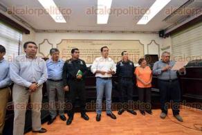 Xalapa, Ver., 27 de julio de 2016.- Tras largo di�logo, el alcalde Am�rico Z��iga resolvi� la invasi�n en el humedal El Casta��n, catalogado como �rea verde protegida.