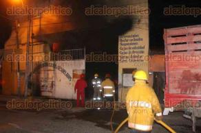 Papantla, Ver., 28 de julio de 2016.- Elementos de Protecci�n Civil y el cuerpo de Bomberos de esta ciudad fueron los primeros en llegar para combatir las llamas; las labores para controlar el incendio se extendieron durante varias horas.