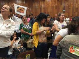Xalapa, Ver., 28 de julio de 2016.- En el Congreso del Estado tambi�n se hicieron presentes organizaciones feministas que se manifestaron en contra de la iniciativa a favor de la vida.