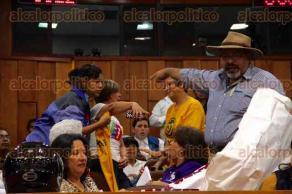 Xalapa, Ver., 28 de julio de 2016.- Integrante del movimiento S� a la vida agredi� a personas que est�n a favor del aborto en las instalaciones del Congreso del Estado.