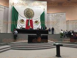 Xalapa, Ver., 28 de julio de 2016.- Con un retraso de casi hora y media, inici� la sesi�n en el Congreso del Estado, en donde se votar� la iniciativa a favor de la vida.