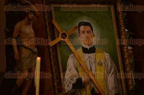 Veracruz, Ver., 28 de julio de 2016.- Fieles cat�licos participaron en una peregrinaci�n en honor al beato �ngel Dar�o, misma que termin� con una misa al interior de la Catedral de Nuestra Se�ora de la Asunci�n en el centro hist�rico.