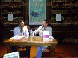 Xalapa, Ver., 28 de julio de 2016.- Con la presencia del director del IVEC, Rodolfo Mendoza Rosendo, se present� �El Libro de los Oficios Tristes�, del escritor Miguel Maldonado.
