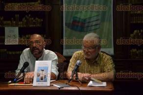 Xalapa, Ver., 29 de julio de 2016.- En la biblioteca del Colegio Preparatorio se present� el libro