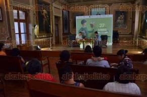 Xalapa, Ver., 29 de julio de 2016.- En el sal�n de actos de la Feria Nacional del Libro Infantil y Juvenil se ley� el Postmanifiesto del crack con la participaci�n de Eloy Urroz y Lino Monaneli.