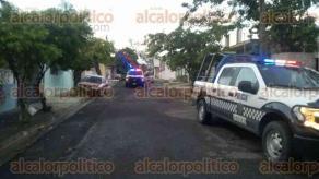 Veracruz, Ver., 30 de julio de 2016.- El cuerpo de un hombre de 87 a�os de edad fue encontrado tendido en el patio, por bomberos municipales, despu�s de que �stos combatieran el incendio en una casa de la calle Francisco Montes de Oca.