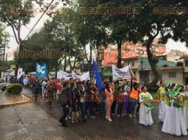 Xalapa, Ver., 30 de julio de 2016.- Este s�bado, integrantes de iglesias cristianas caminaron sobre la avenida Xalapa clamando por la paz.