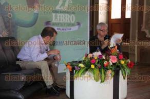 Xalapa, Ver., 30 de julio de 2016.- Presentan el libro �Demencia� de Eloy Urroz, como parte del programa de la 27a Feria del Libro Infantil y Juvenil.