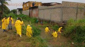 Veracruz, Ver., 23 de agosto de 2016.- A trav�s de su cuenta de Twuitter, el alcalde Ram�n Poo Gil ha dado a conocer que se atiende la inundaci�n de la colonia