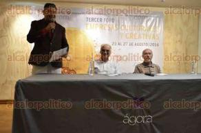 Xalapa, Ver., 24 de agosto de 2016.- En el �gora de la ciudad, se efectu� la conferencia de prensa del curador y cr�tico originario de La Habana, Gerardo Mosquera, y el productor de la iniciativa de arte de los 60's