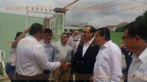 Minatitl�n, Ver., 24 de agosto de 2016.- El gobernador Javier Duarte de Ochoa acudi� este mediod�a a acompa�ar a los familiares del elemento de la UECS ca�do en cumplimiento de su deber durante el rescate de personas secuestradas, acto ocurrido este martes.