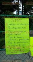 Xalapa, Ver., 25 de agosto de 2016.- Desde temprana hora, integrantes del Sindicato Magisterial Veracruzano colocaron pancartas en la SEV para exigir pagos.