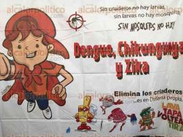 Veracruz, Ver., 25 de agosto de 2016.- El secretario de salud, Fernando Ben�tez Obeso, encabez� una brigada de salud y concientizaci�n ciudadana contra el mosco Aedes Aegypty, en una escuela primaria del fraccionamiento Hacienda Sotavento.