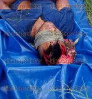 Papantla, Ver., 25 de agosto de 2016.- Un hombre, de aproximadamente 30 a�os de edad, vistiendo una camiseta azul, pantal�n de mezclilla y zapatos caf�, fue encontrado sin vida con aparente herida de bala en la cabeza cerca del r�o Tecolutla, en la comunidad de Isla.