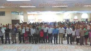 Tihuatl�n, Ver., 26 de agosto de 2016.- En acto presidido por el alcalde, Gregorio G�mez, con Gilberto Ramos, del Registro Agrario Nacional, Jorge L�pez, de la Procuradur�a Agraria, y Pedro Yunes Choperena, de la SEDATU, 463 ejidatarios recibieron 683 documentos agrarios del programa FANAR