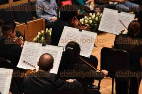 Xalapa, Ver., 26 de agosto de 2016.- Para iniciar el festejo de su 87 aniversario, la Orquesta Sinf�nica de Xalapa, bajo la direcci�n de Lanfranco Marcelletti, interpret� la Sinfon�a n�mero 9 del compositor austriaco Anton Bruckner en la sala de conciertos del Complejo Cultural Tlaqn�.