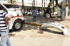 Veracruz, Ver., 27 de agosto de 2016.- Despu�s de pasarse un sem�foro, un Chevrolet Vectra choc� contra un taxi, atropell� a 3 personas y derrib� un bote de basura, el cual arrastr� por varias cuadras hasta ser detenido por testigos, en el fraccionamiento Moderno.