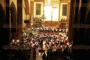 Xalapa, Ver., 28 de agosto de 2016.- Para celebrar su 87 aniversario, la Orquesta Sinf�nica de Xalapa se present� en la Catedral Metropolitana, pero tambi�n como parte de las actividades del