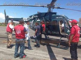 Coatzacoalcos, Ver., 28 de agosto de 2016.- Tras ser intervenida en el Hospital de Coatzacoalcos sin resultados positivos, la menor de 12 a�os, quien sufri� fractura de pelvis, fue trasladada en helic�ptero al puerto de Veracruz.
