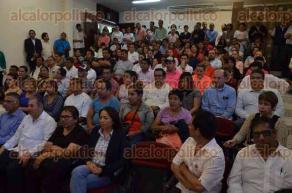 Xalapa, Ver., 29 de agosto de 2016.- El secretario de Trabajo, Previsi�n Social y Productividad, Fernando Aguilera de Hombre, acompa�ado de la secretaria de Protecci�n Civil, Yolanda Guti�rrez Carl�n, inauguraron el curso